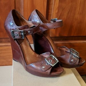 SO super sexy leather Frye wedges!!